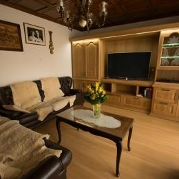 dnevna soba z razsvetjavo