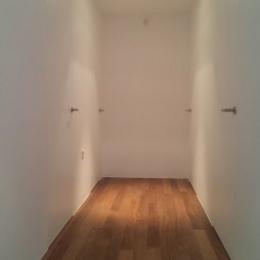 hodnik z inline vrati