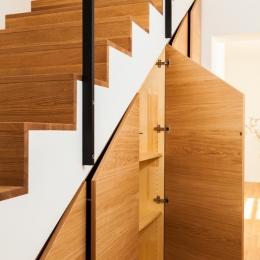 omare-pod-stopnicami-3