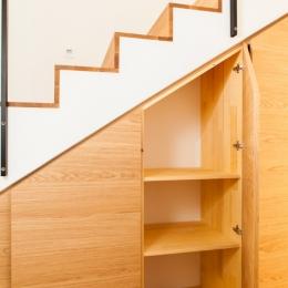 omare-pod-stopnicami-4
