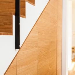 omare-pod-stopnicami