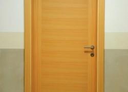 klasična rjava notranja vrata