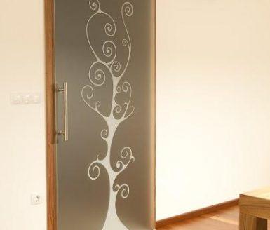 steklena notranja vrata s poslikavo
