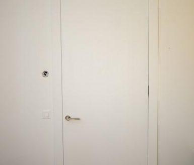 bela klasična notranja vrata