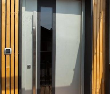 vhodna vrata s steklom