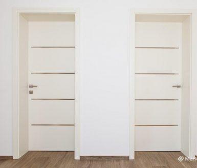 dvoja bela notranja vrata