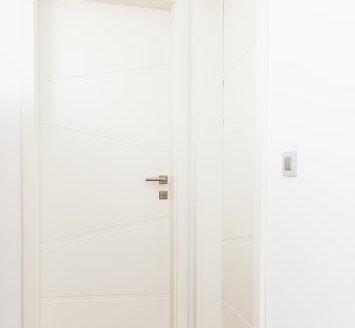 klasična bela notranja vrata