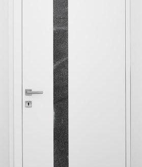bela vrata s črno črto