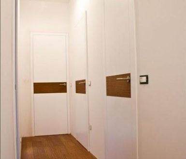 M1V vrata z vzorcem akacija