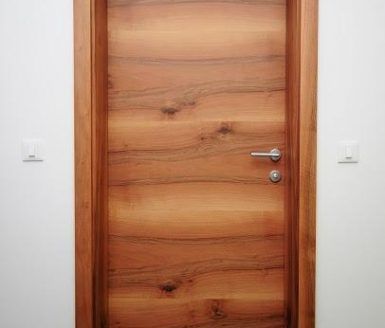 M2 vrata v barvi domači oreh