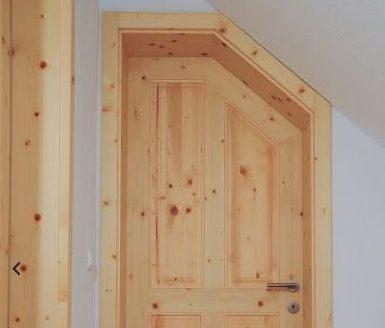 Podstrešna vrata