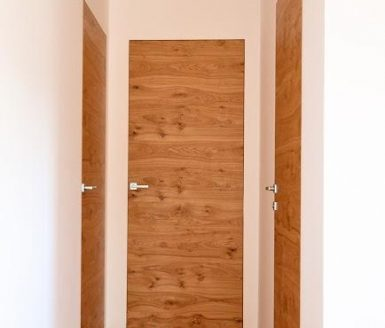 vrata v enem prostoru