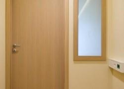 notranja vrata ob ogledalu