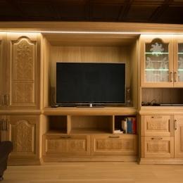 dnevna soba hrast z razsvetljavo