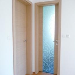 notranja vrata beljen hrast in steklo