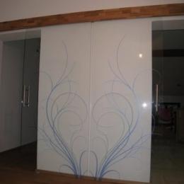 dvojna drsna vrata steklo