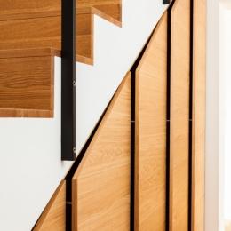 omare-pod-stopnicami-2
