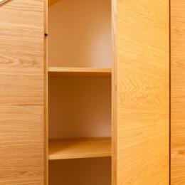 omare-pod-stopnicami-5