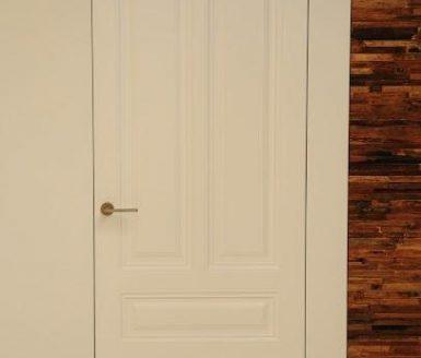 bela vrata v sobo