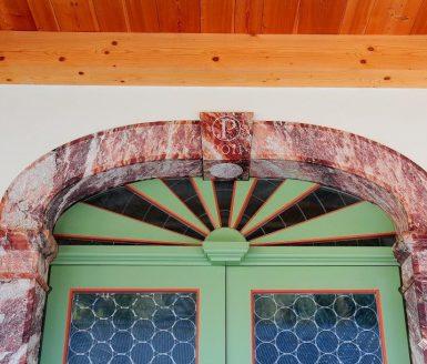 starinska zelena vhodna vrata