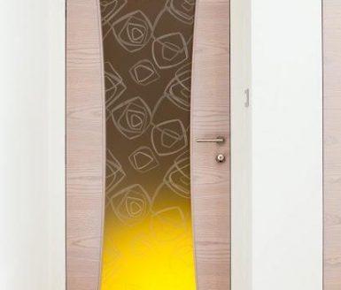 inline vrata z rumenim detajlom