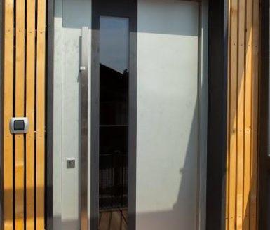 vhodna vrata les steklo