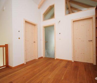 lesena in steklena notranja vrata