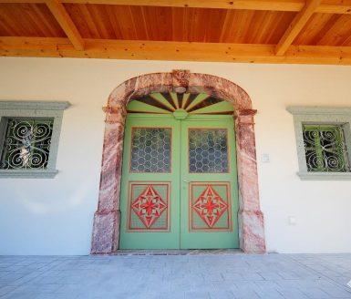vhodna vrata z vzorcem